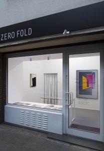 Ausstellungsansicht Tamara Lorenz »real safe true« von rechts