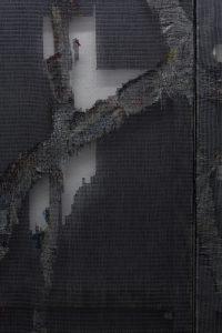 Detail Kompositon aus der 4-teiligen Serie »Improm«: links »Andante«, 2019, Polyester, bedrucktes Papier auf Keilrahmen, 180 x 100 cm. Rechts: »Allegro«, 2019, Polyester, bedrucktes Papier auf Keilrahmen, 180 x 120 cm