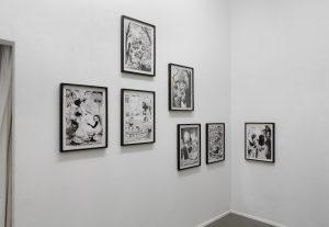 Nschotschi Haslinger, limke Wand »Trembling Garden I – VI«, 2019, Tusche auf Papier, 42 x 29,7 cm, rechte Wand »Ohne Titel«, 2010, Tusche auf Papier, 42 x 29,7 cm